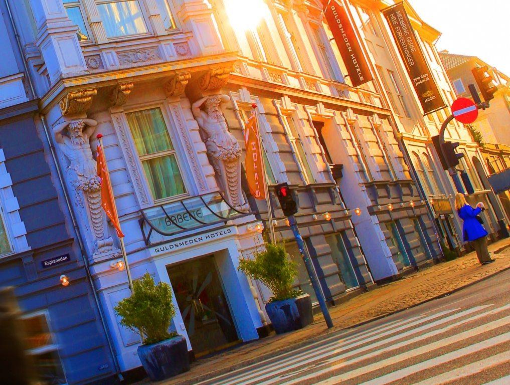 """Fire af Guldsmeden Hotels københavnske hoteller, for eksempel Babette, blev smidt af Booking.com, da kæden ikke ville betale ikke-refunderbare bookinger tilbage. """"I fravær af konkurrence er hotellerne nødt til at acceptere bookingportalernes vilkår,"""" lyder kritikken fra Dansk Erhverv. Arkivfoto fra Guldsmeden Hotels."""
