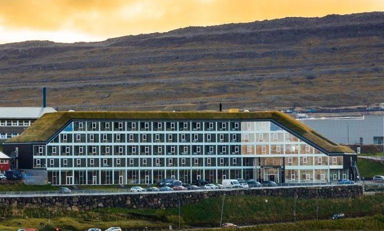 Firestjernede Hilton Garden Inn Faroe Islands er netop åbnet tæt på Torshavn med blandt andet 130 værelser og med færøske Atlantic Airways som initiativtager. PR-foto.