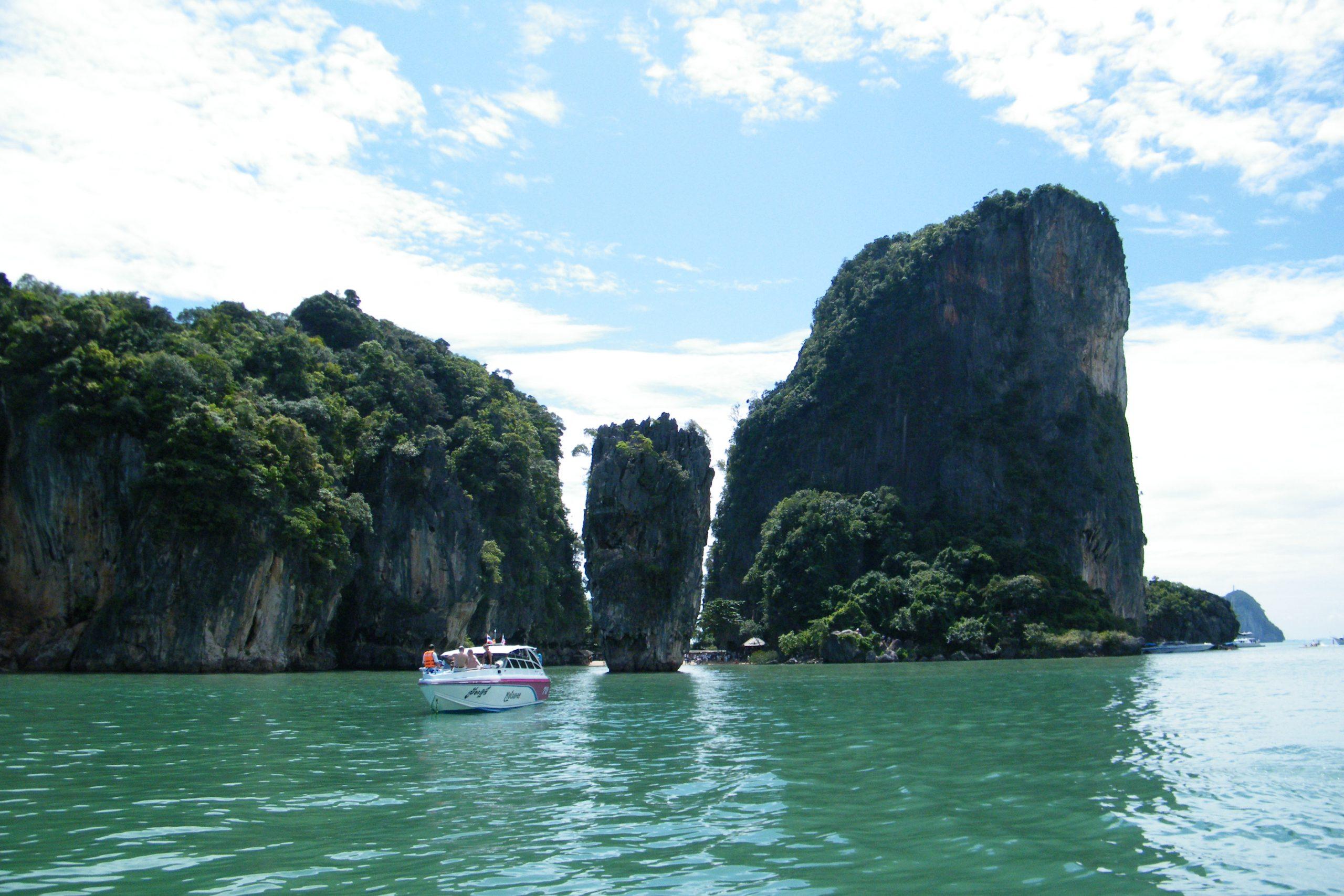Flere flyselskaber er klar til at genoptage flyvninger til Thailand med udenlandske turister, der nu i begrænset omfang kan komme ind i landet på langvarige visa. Arkivfoto fra området ved Phuket: Henrik Baumgarten.