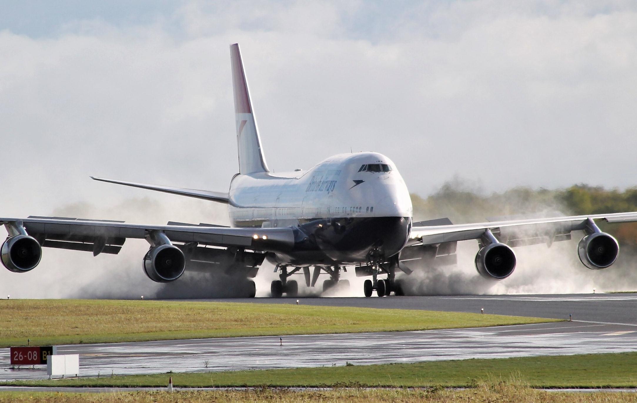 En af British Airways' pensionerede B747'ere er denne med registreringen G-CIVB og den såkaldte Negus-bemaling. Den skal nu tilpasses et liv på jorden, men fra næste forår åbnes den for besøgende i Cotswold Airport, der ligger sådan cirka mellem London og Wales. Pressefoto: British Airways.