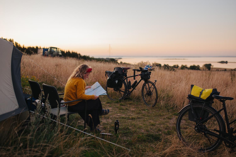 Danmark skal blive meget bedre til at have sammenhængende cykel- og vandrestier over hele landet. Her er det ved Ærøskøbing, foto: Michael Fiukowski og Sarah Moritz for Dansk Kyst- og Naturturisme.