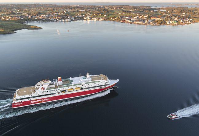 Norske Fjord Line, der sejler langs den norske kyst samt fra Norge til Danmark og Sverige, har som følge af coronakrisen haft endnu en fyringsrunde. Pressefoto: Fjord Line.