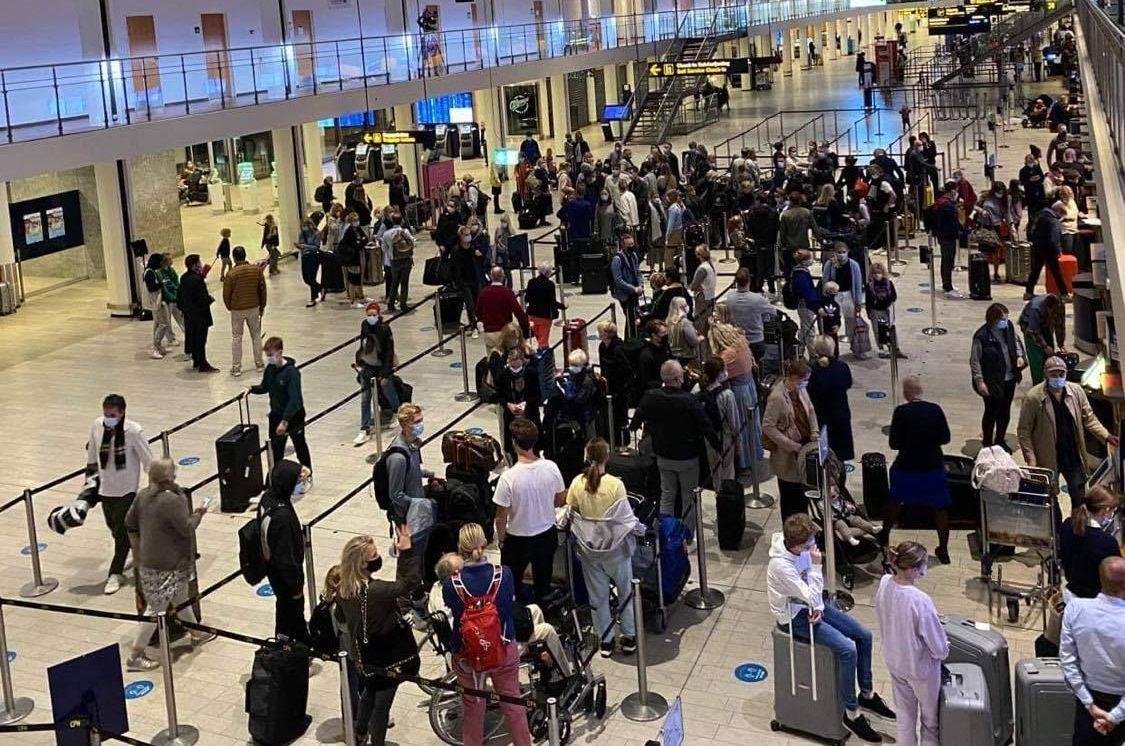 Rejsebureauet 80days sendte i efterårsferien 360 gæster til Cypern – her samles de rejsende før afgang i Københavns Lufthavn. Linkedinfoto fra 80days.