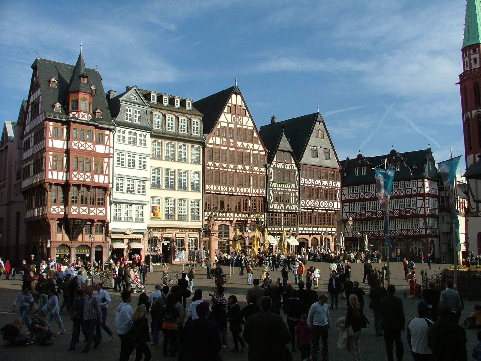 Tyskland er det land, hvor danskerne normalt har flest overnatninger. Her arkivfoto fra den gamle bydel i Frankfurt, foto: Henrik Baumgarten.