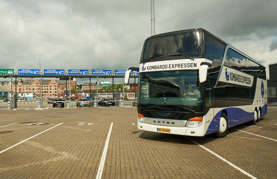 Kombardo Expressen, der er et fjernbussamarbejde mellem Molslinjen og Herning Turist, åbner igen en ny dansk rute. Denne gang fra København med stop i Odense og Faaborg til Sønderborg. Pressefoto fra Molslinjen.