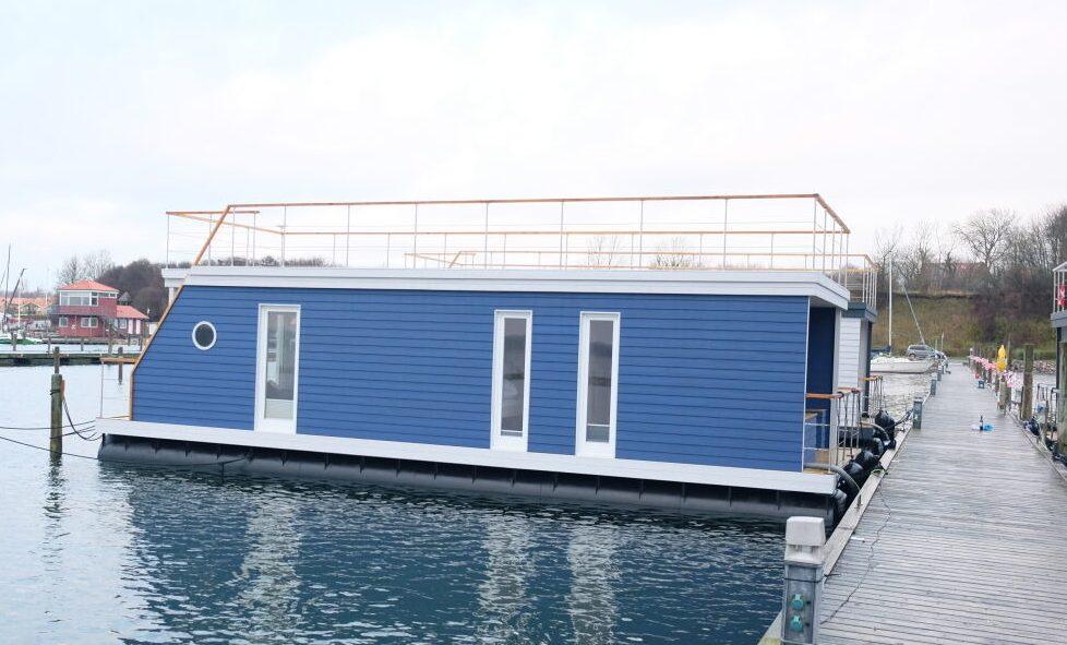 Stern Hausboot leverer tre forskellige modeller af husbåde, der alle kan ligge i vandet året rundt. På sigt kan der komme op mod 1.500 af disse i Danmark, skønnes det. Pressefoto: Stern Hausboot.