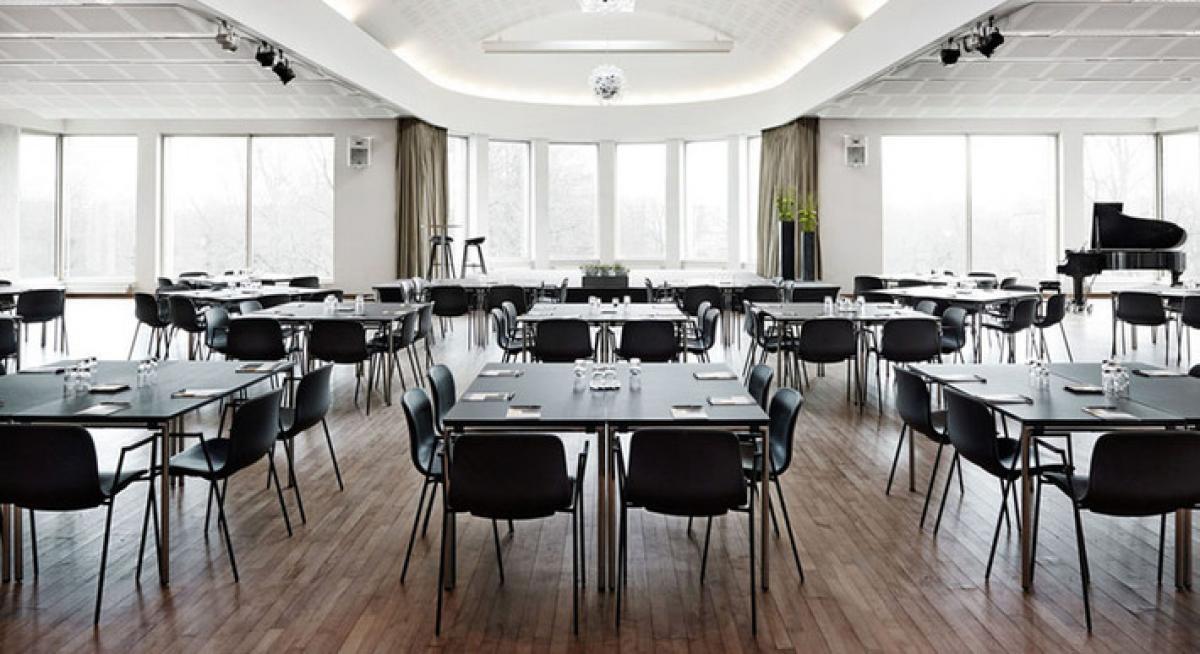 Der er mange regler når danskerne skal mødes til firmamæssige eller private sammenkomster. Sker det i lokaler godkendt indenfor sektorpartnerskaberne må man være op til 500. Arkivfoto fra Comwell Hotels.