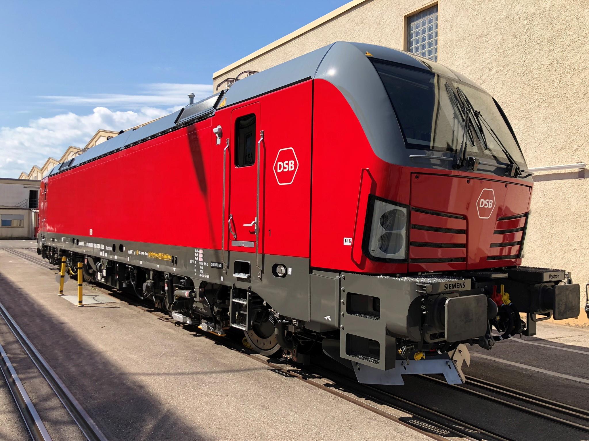 I årets tredje kvartal modtog DSB de første tre af 42 bestilte Siemens Vectron el-lokomotiver. De kom i oktober i drift i regionaltogstrafikken på Sjælland.Pressefoto: Siemens.