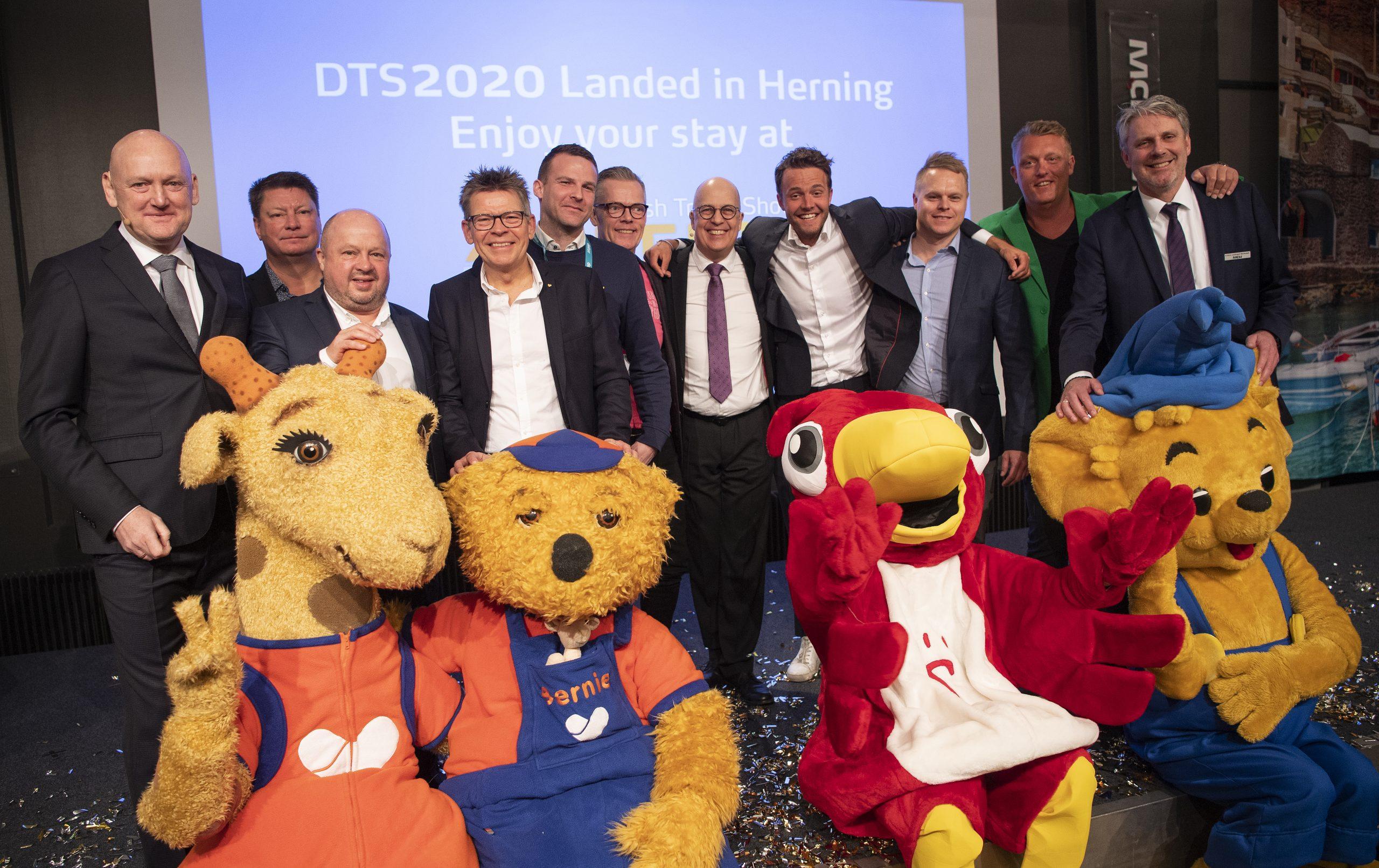 Hovedparten af medlemmerne af RID, charterbureauernes brancheforening, ved åbningen af årets Ferie for Alle i Messecenter Herning, pressefoto: Lars Møller.