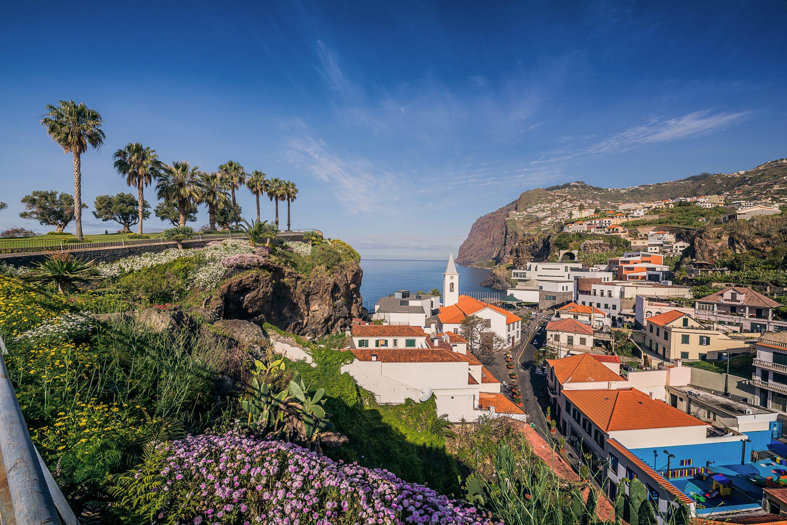 Madeira er en populær destination for blandt andet danske turister. Her er det fra Camara de Lobos tæt på hovedbyen Funchal. Foto: Francisco Correia for Turismo Madeira.
