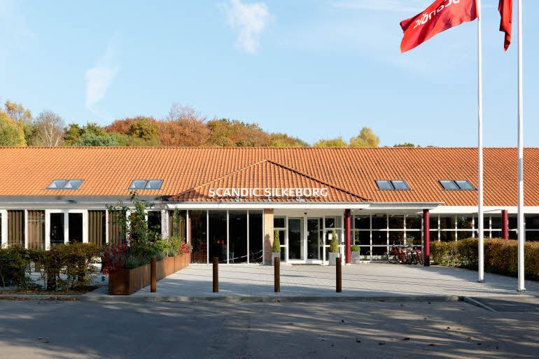 Scandic-hotellet lige udenfor Silkeborg er et af de tre hoteller, hvor de 16 landshold skal bo under den kommende EM-slutrunde i håndbold. PR-foto: Scandic Hotels.