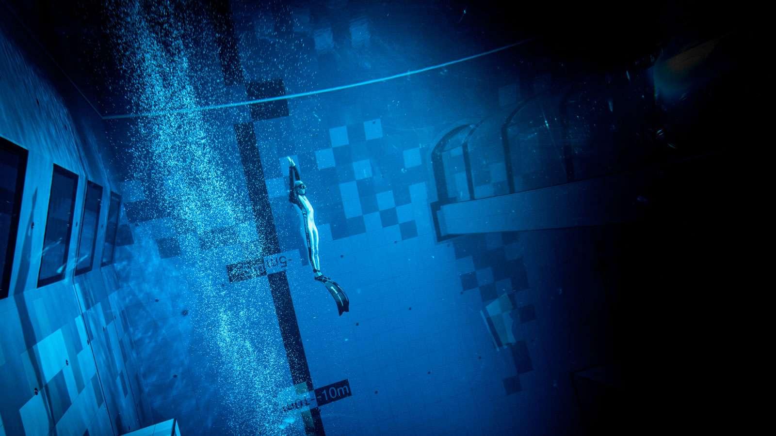 Med en dybde på 45 meter er polske Deepspot netop åbnet som verdens angiveligt dybeste svømmebassin. PR-foto: Deepspot.