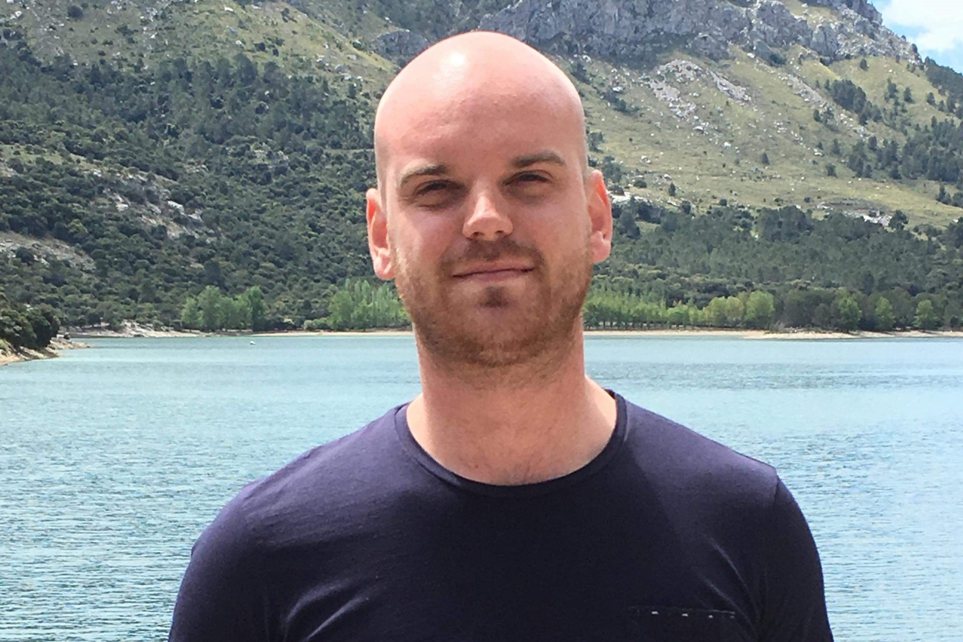 Jesper Rasmussen, stifter af og direktør af sit rejsebureau, Ferie med Formål. Efter gymnasietiden i Fredericia kom han som 21-årig til Apollo Rejser. Privatfoto.
