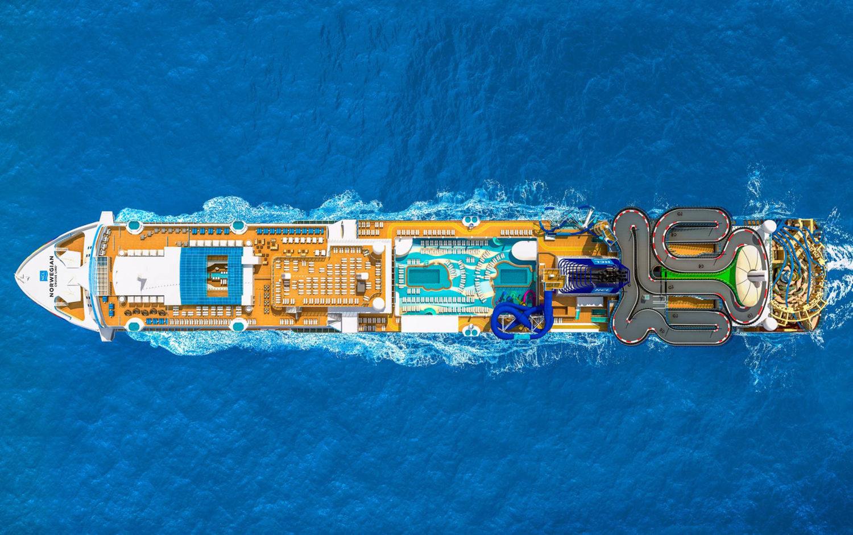 Krydstogtskibet Norwegian Encore set fra oven, arkivpressefoto: Norwegian Cruise Line.