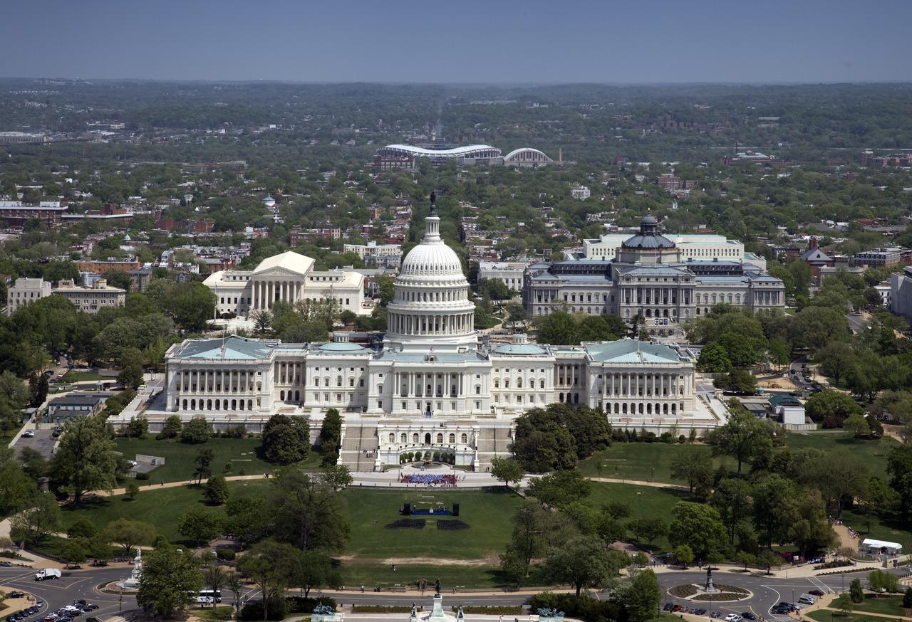 Kongresbygningen Washington DC, der i går blev angrebet af fanatiske tilhængere af den afgående præsident Trump. Wikipediafoto fra Library of Congress.