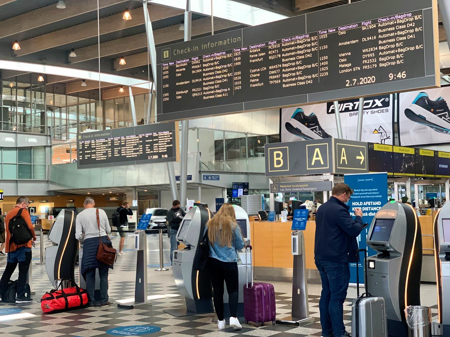 Passagerer tjekker ind i Billund Lufthavn under coronakrisen. Nu er Danmark på vej med et vaccinepas, der kan gøre rejser til udlandet nemmere. Arkivfoto: Billund Lufthavn.