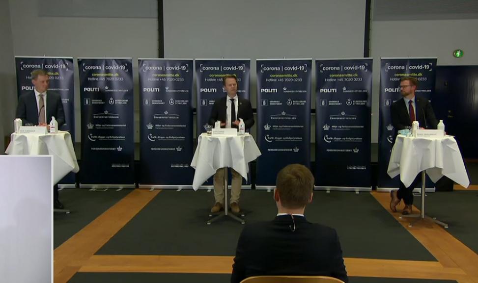 Justitsminister Nick Hækkerup, udenrigsminister Jeppe Kofod og transportminister Benny Engelbrecht på fredagens pressemøde.