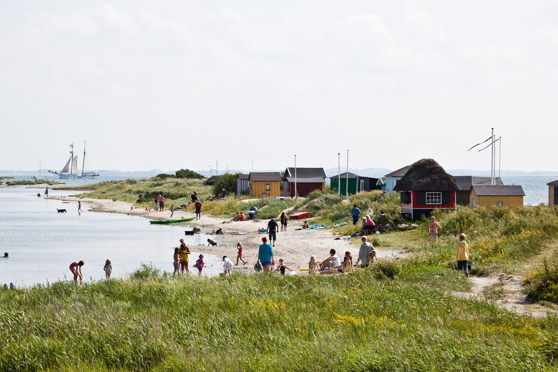 Genåbningen af grænserne vil få betydning for, hvor mange danskere der holder sommerferie hjemme og hvor mange udenlandske turister, der kommer til Danmark. Arkivpressefoto fra Eriks Hale på Ærø, foto for VisitDenmark: Kim Wyon.