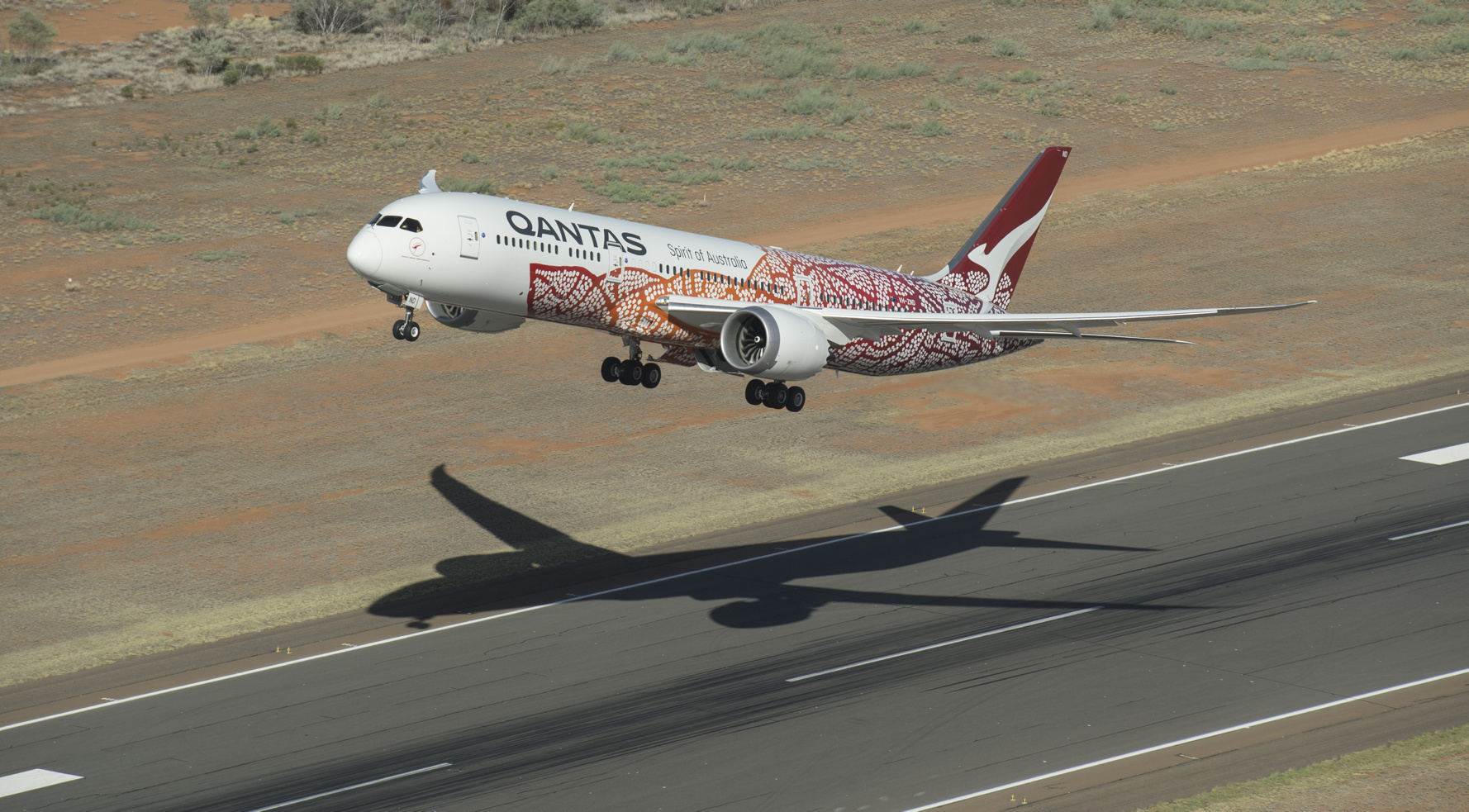 I dag kan australske Qantas kun flyve udenrigs til New Zealand, flyselskabet vil gerne genåbne flere udenrigsruter, men det siger den australske regering indtil videre nej til. Pressefoto: Qantas.
