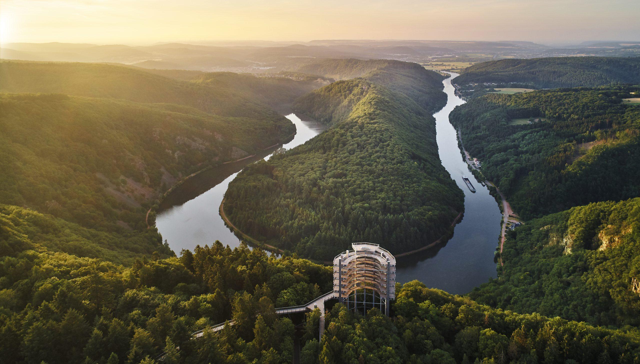 Tyskland vil blandt andet fremover markedsføre sig som en grøn destination med for eksempel sine 16 nationalparker og 104 regionale naturparker. Her er det Saarschleife tæt på grænsen til Luxembourg. Arkivpressefoto: DZT, Deutsche Zentrale für Tourismus.