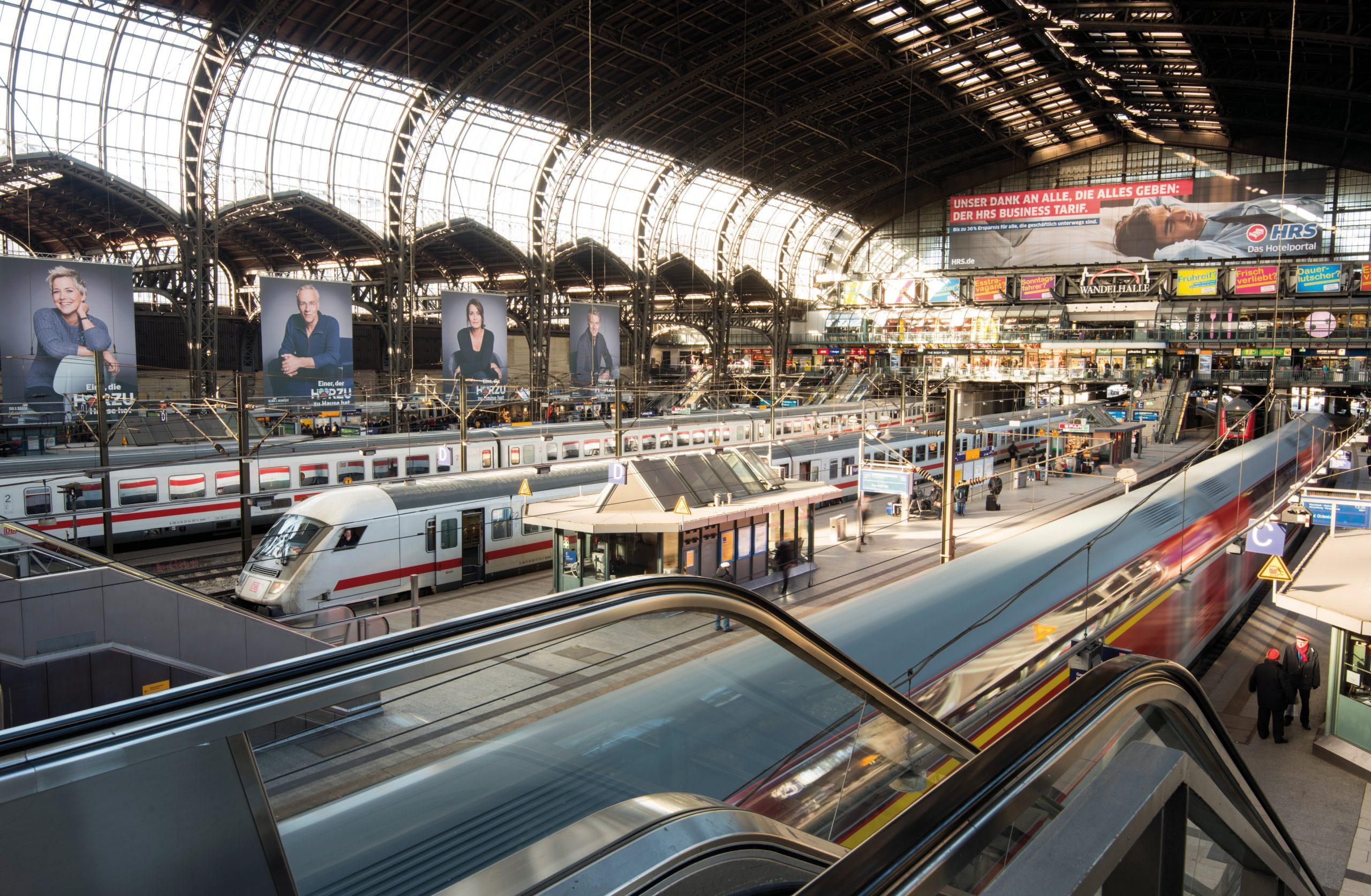 Togrejsende med Best Travel skal i princippet kun skifte tog én gang under rejsen. Det bliver primært her på Hamburger Hauptbahnhof. Pressefoto for Deutsche Bahn: Oliver Lang.
