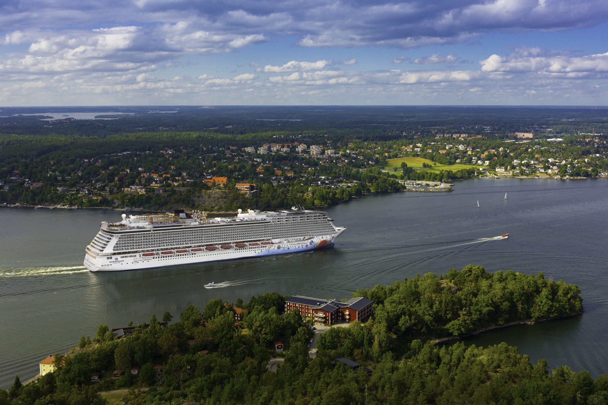 Der var nærmest ingen krydstogtskibene i Østersøen sidste år. Her arkivpressefoto fra Norwegian Cruise Line, hvor NCL Getaway sejler i Stockholms smukke skærgård.