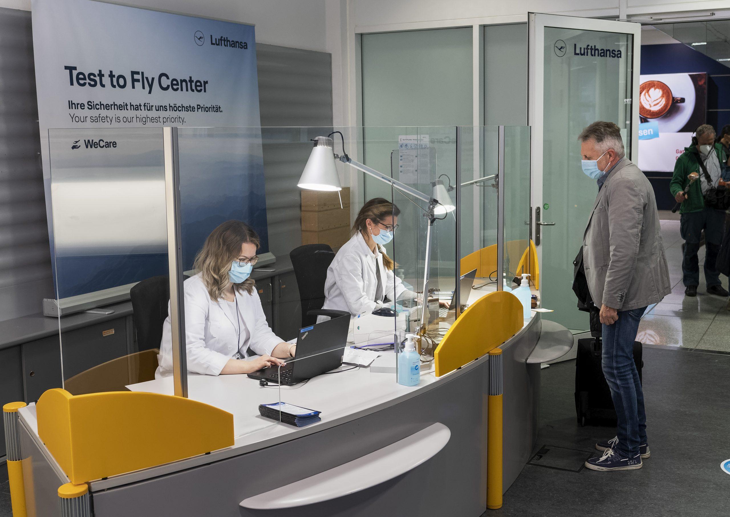 Faldet i solgte erhvervsrejser forventes at forbedre sig i år sammenlignet med sidste år. Arkivpressefoto fra Lufthansa-Testcenter i Terminal 2 i lufthavnen i München: Stephan Goerlich, FMG Flughafen München GmbH.