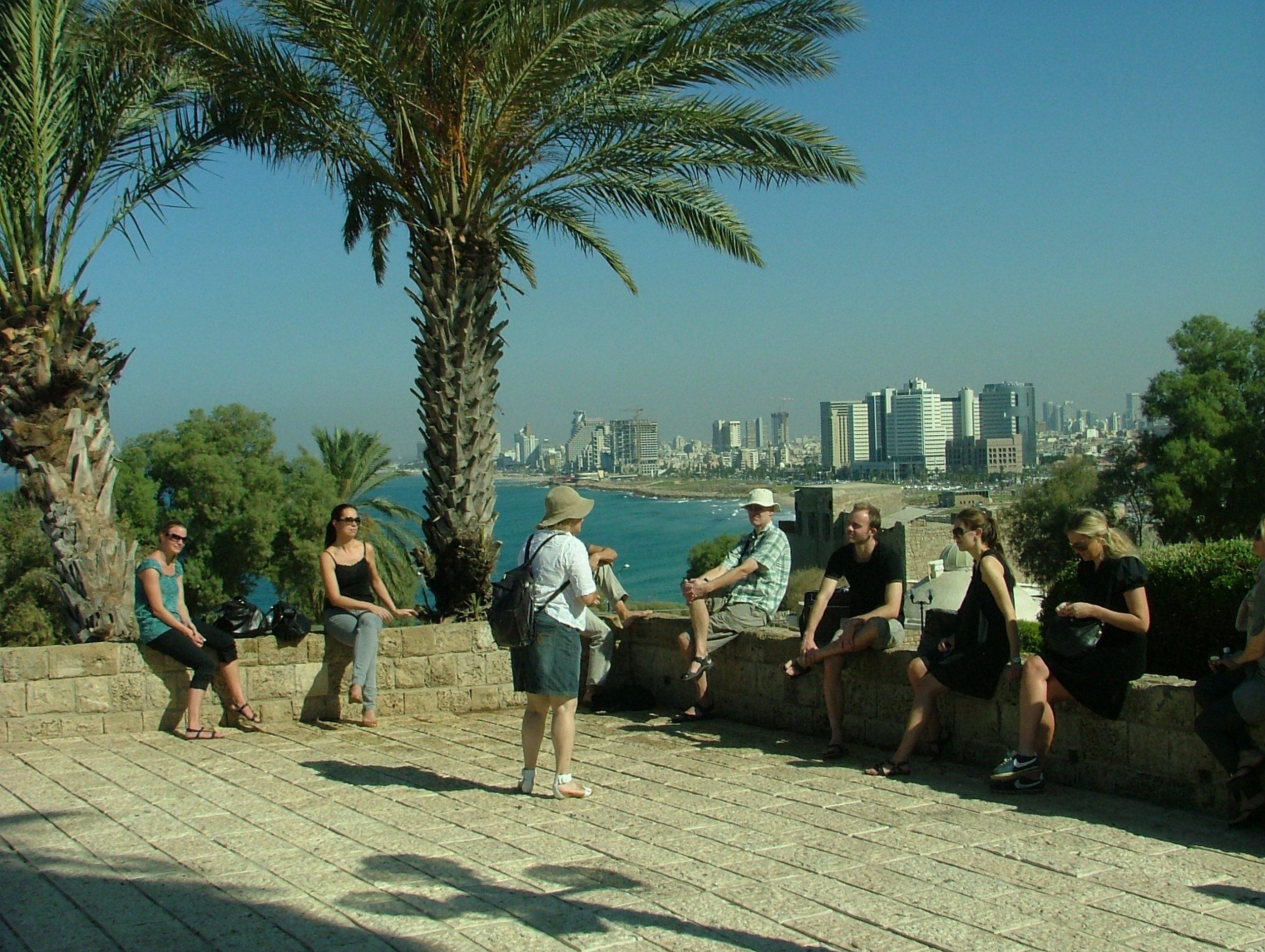 Israel er langt fremme med coronavaccineringer af befolkningen og klar til at åbne for turister fra lande i samme situation. Arkivfoto med Tel Aviv i baggrunden: Henrik Baumgarten.