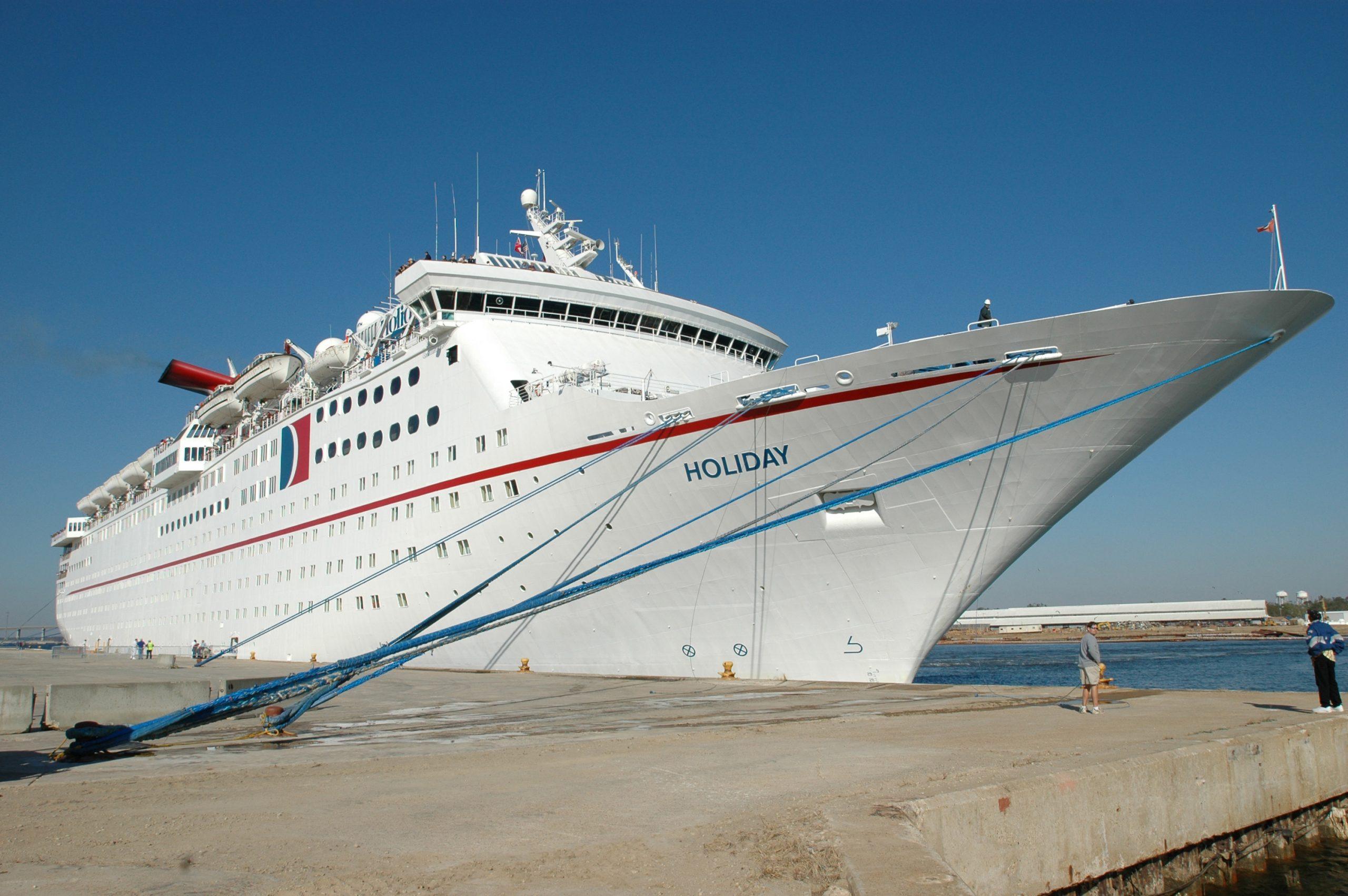Bygget som MS Holiday og siden omdøbt til MS Magellan var krydstogtskibet en nordjysk stolthed, bygget på Aalborg Værft i 1985. Nu er det ved at blive hugget op i Indien. Wikipediafoto: Mark Wolfe.