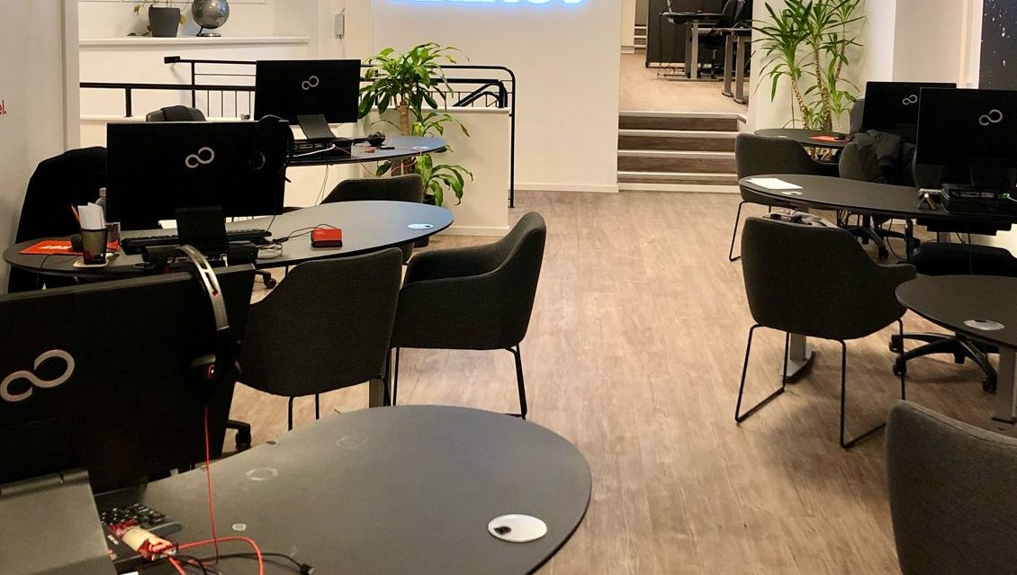 Et tomt dansk rejsebureau under coronakrisen. Et internationalt vaccinepas kan være med igen at bringe liv tilbage til for eksempel rejsebureauerne, siger DRF. Linkedfoto.