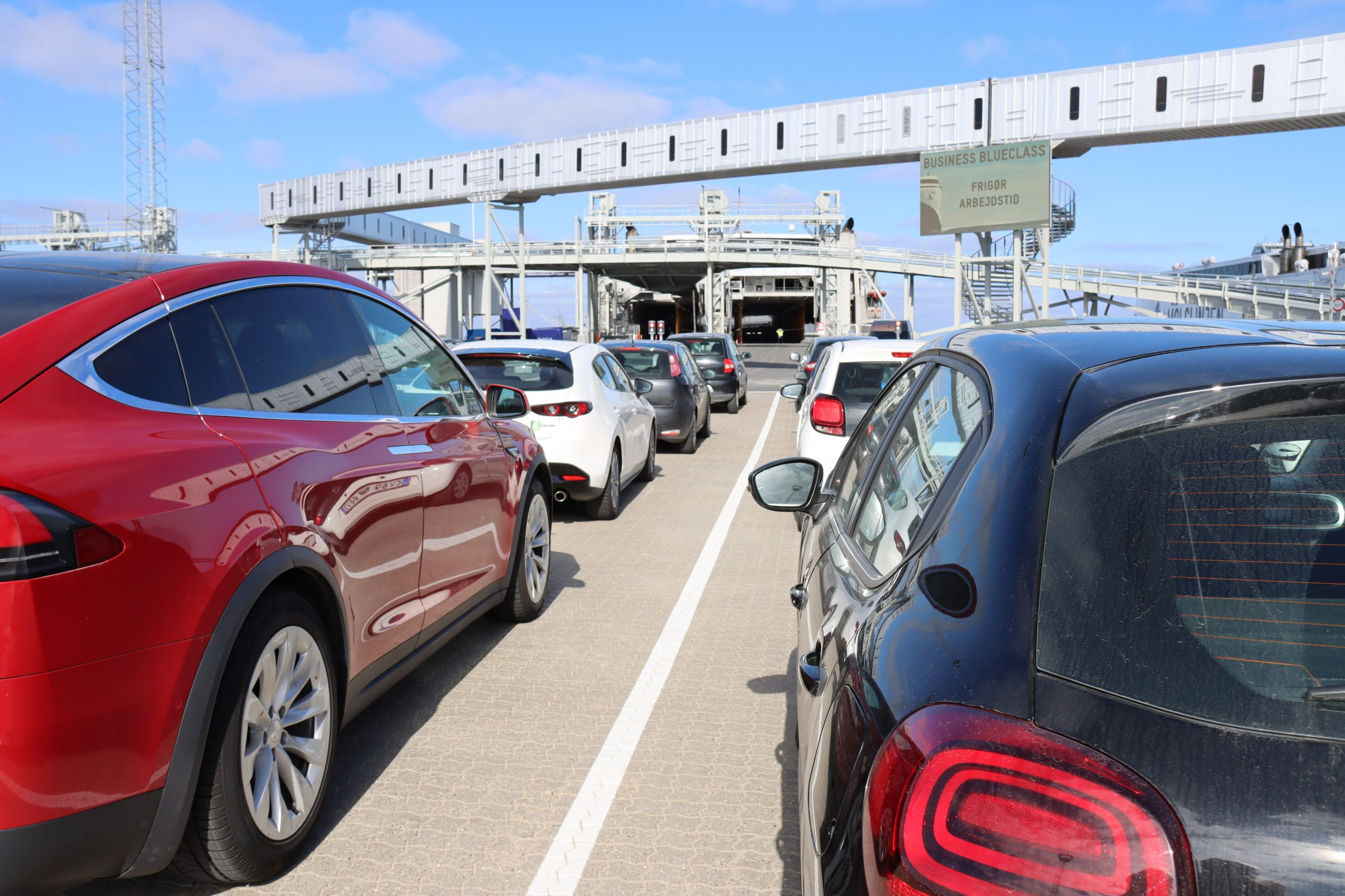Fordelingen af bilerne på færgernes vogndæk på Molslinjen to største ruter, Odden-Aarhus samt Ystad-Bornholm, sker ved hjælp af avanceret kunstig intelligens. Pressefoto: Molslinjen.