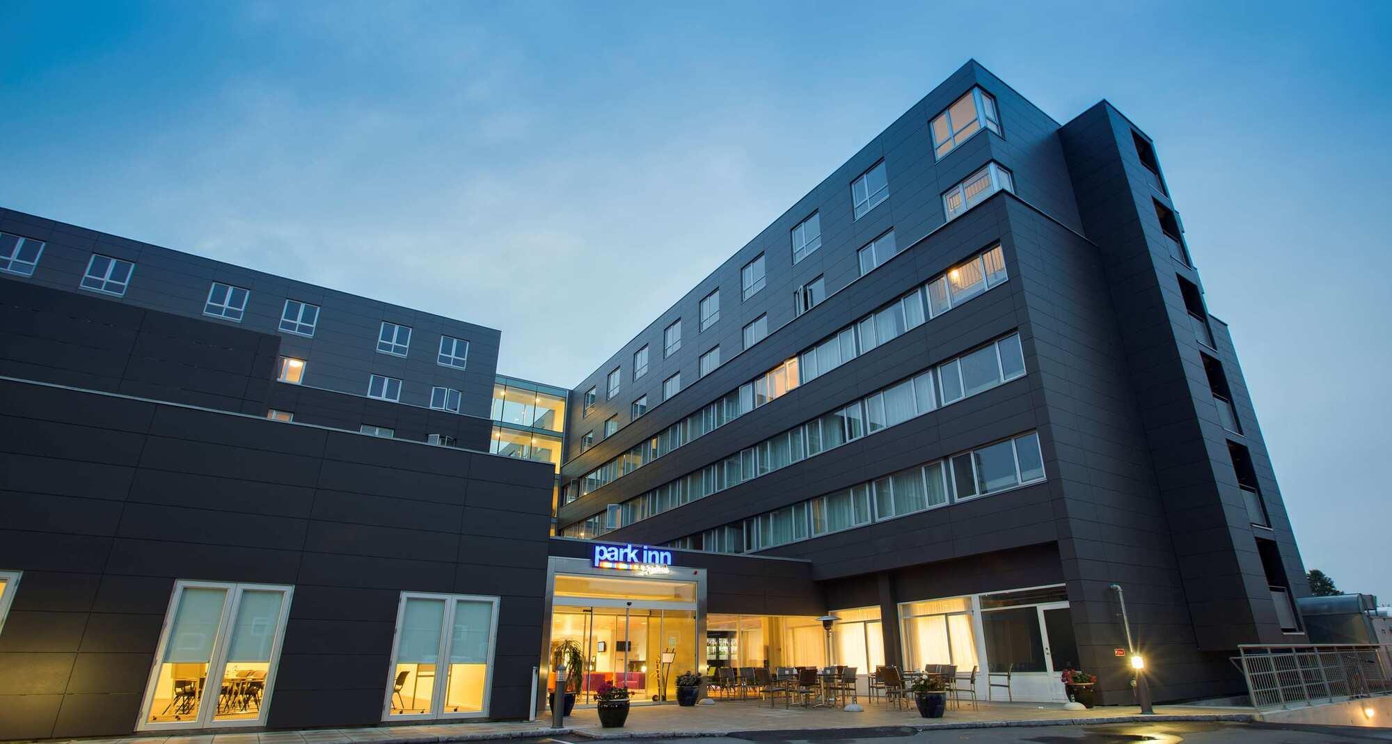 Park Inn by Radisson Copenhagen Airport Hotel med blandt andet 295 værelser, mødelokaler og restauranter, er det hotel i Danmark, der står til at tabe mest ved den igangværende rekonstruktion af flyselskabet Norwegian. Arkivfoto fra Radisson.