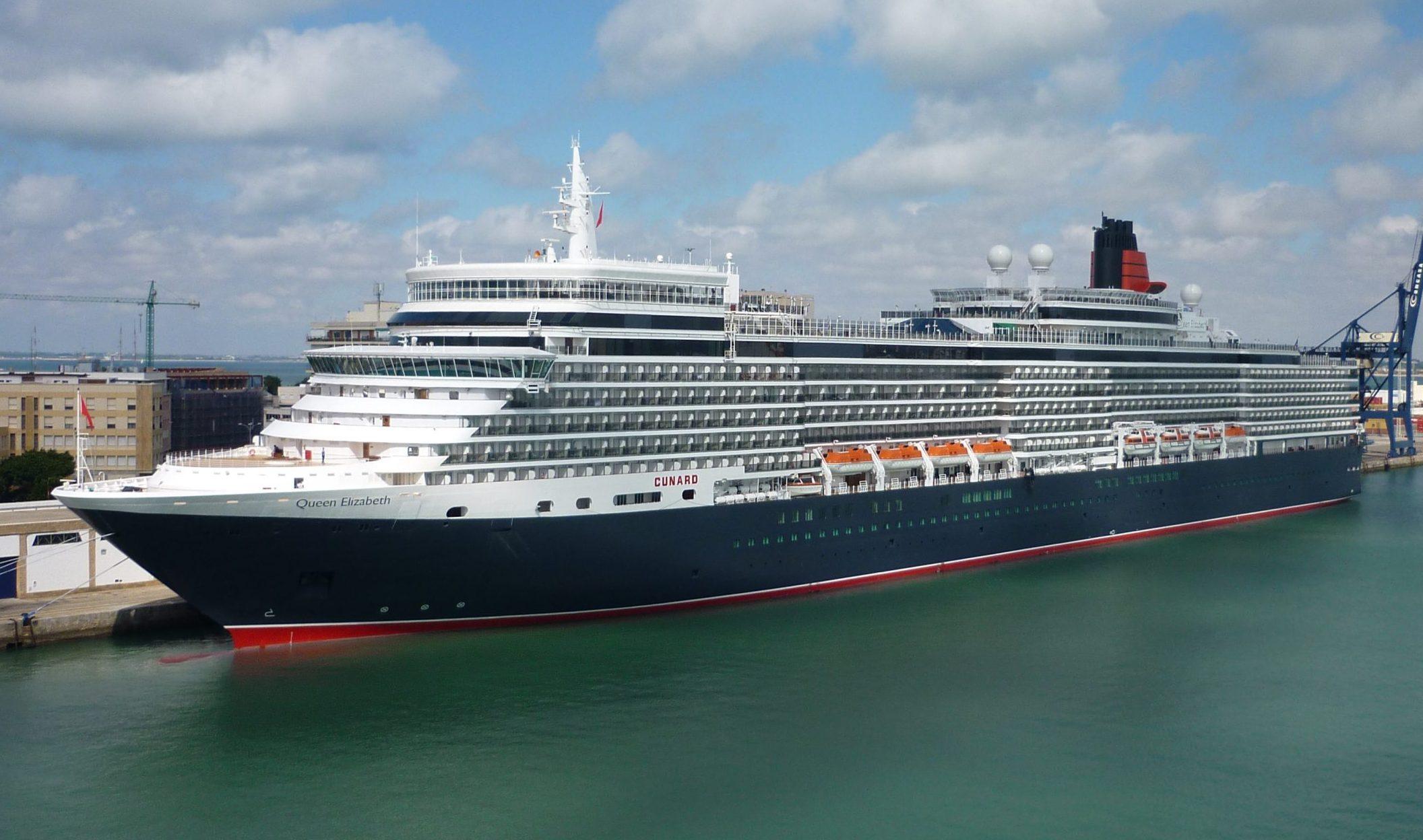 Queen Elizabeth fra Cunard-rederiet bliver et af de krydstogtskibe, der forventes i de britiske farvande til sommer, formentlig kun med britiske passagerer. Arkivfoto fra Wikipedia: Meester Proper.