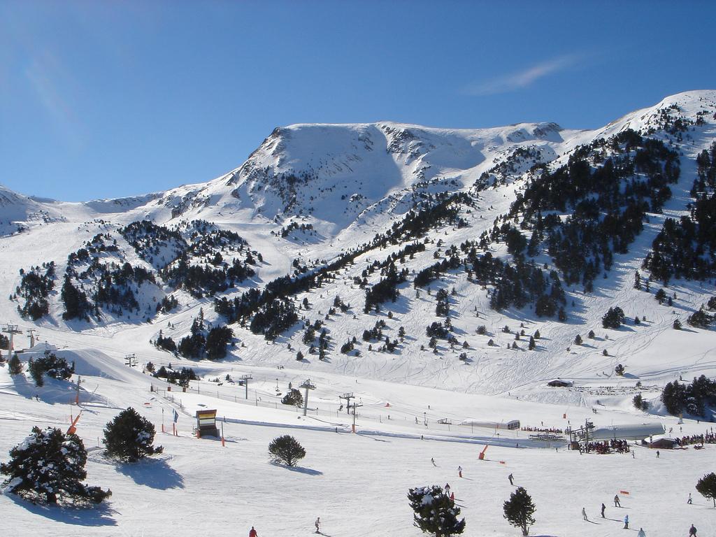 Skiområdet Grandvalira i Andorra, der ligger i Pyrenæerne, bjergkæden mellem Frankrig og Spanien. Wikipedia-foto: Christof Damian (cdamian)