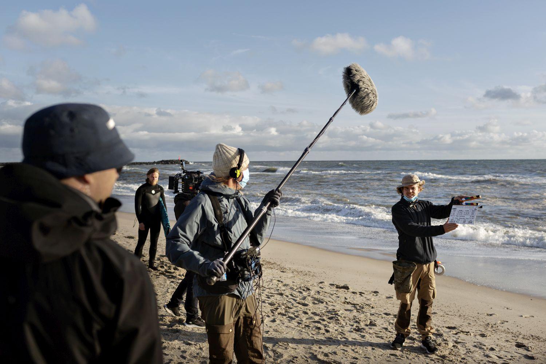 """Klar til optagelse på stranden ved Hvide Sande. Nu er optagelserne klippet sammen og """"Hvide Sande"""" får premiere på TV 2 og TV 2 PLAY mandag den 3. maj. Foto: Astrid Dalum."""