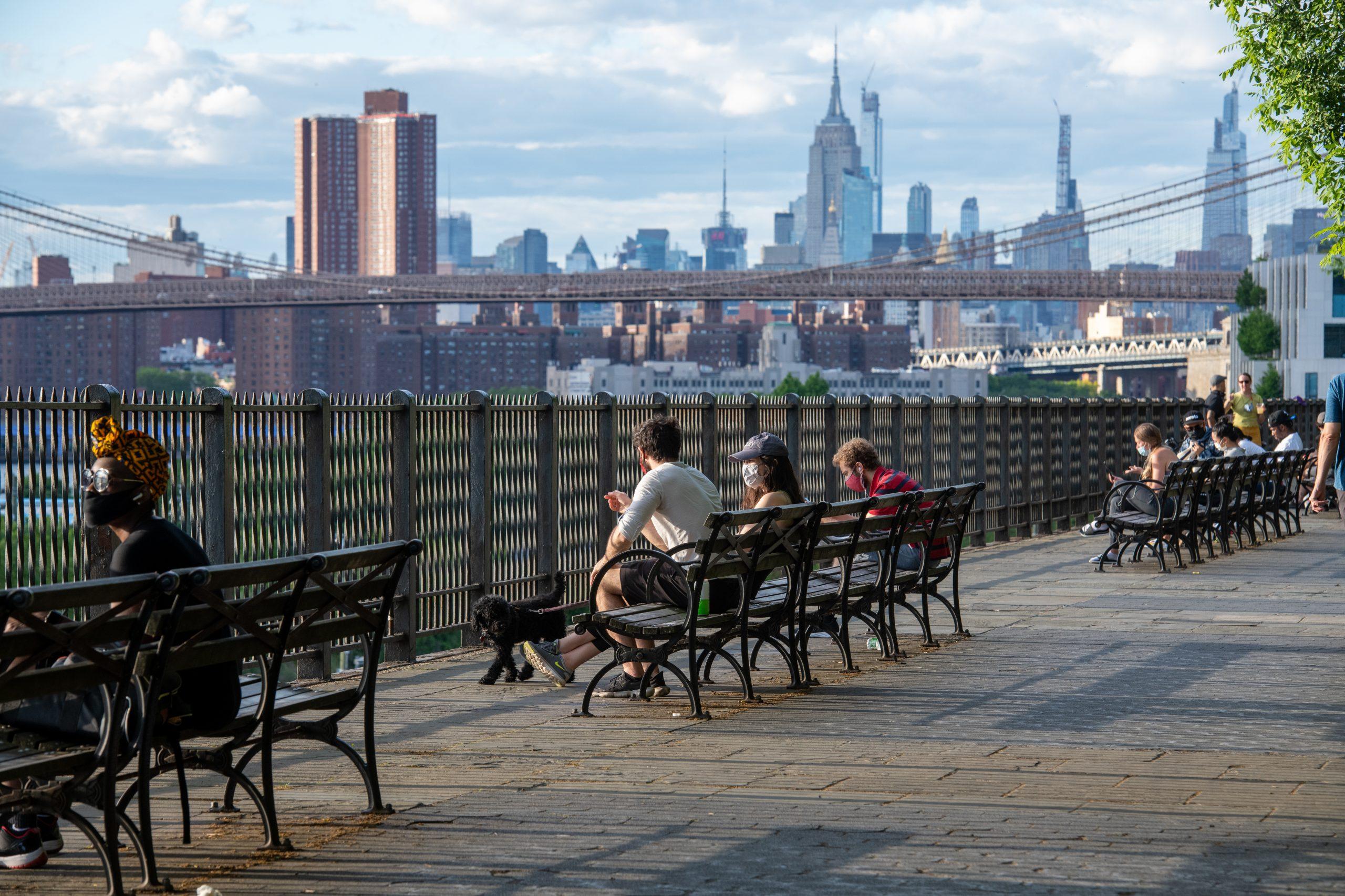 Selve New York City består af fem primære bydele. Manhattan er den mest kendte, mens de andre er Brooklyn, Bronx, Queens og Staten Island. Her er Manhattan set fra Brooklyn. Pressefoto for NYC & Company: Julienne Schaer.
