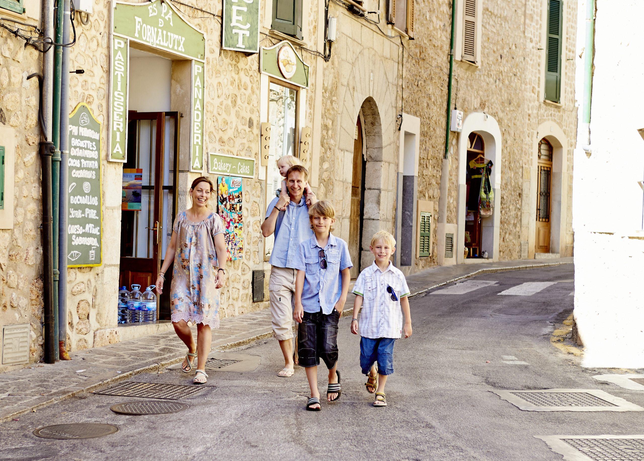 Rejsebranchen ærgrer sig over, at statsministeren med udtalelser har trykket lidt på bremsen for at rejse. Arkivfoto fra Mallorca: Bravo Tours.