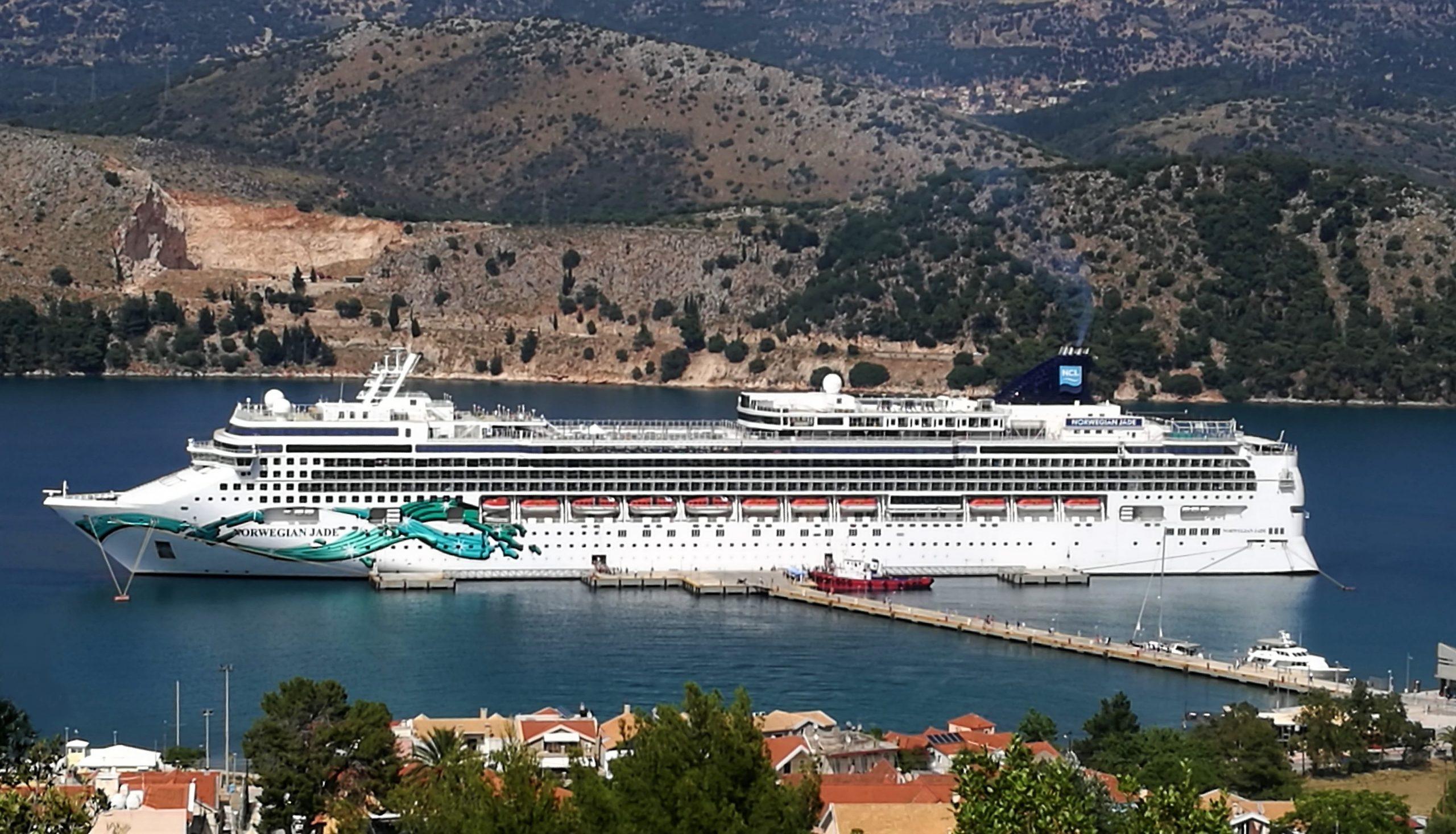 Norwegian Cruise Line indsætter efter planen dette krydstogtskib, Norwegian Jade, til at sejle krydstogter af én uges varighed fra 25. juli med rundture til græske øer og start og slut i Athens havneby, Piræus. Foto via Wikipedia: Kefalonitis94.