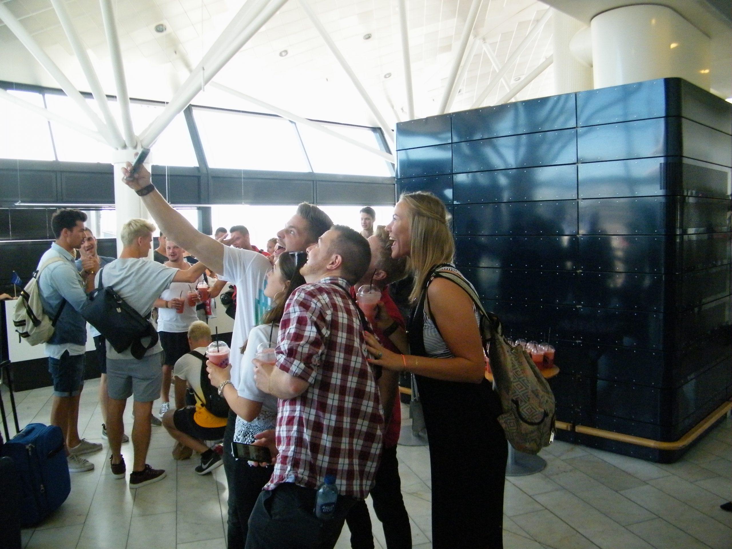 Forbruger Europa og Konkurrence- og Forbrugerstyrelsen har samlet rejseråd til forbrugerne, hvad enten man tager chancen og selv arrangerer rejser eller køber via et rejsebureau. Arkivfoto med passagerer i Københavns Lufthavn: Henrik Baumgarten.