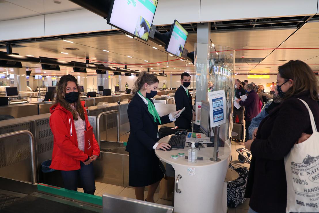 25.000 meldte sig for at komme gratis med på en uges all-inclusive ferie på Rhodos. Her er der gang i check-in inden afgang fra Holland. Foto: Sunweb Group.