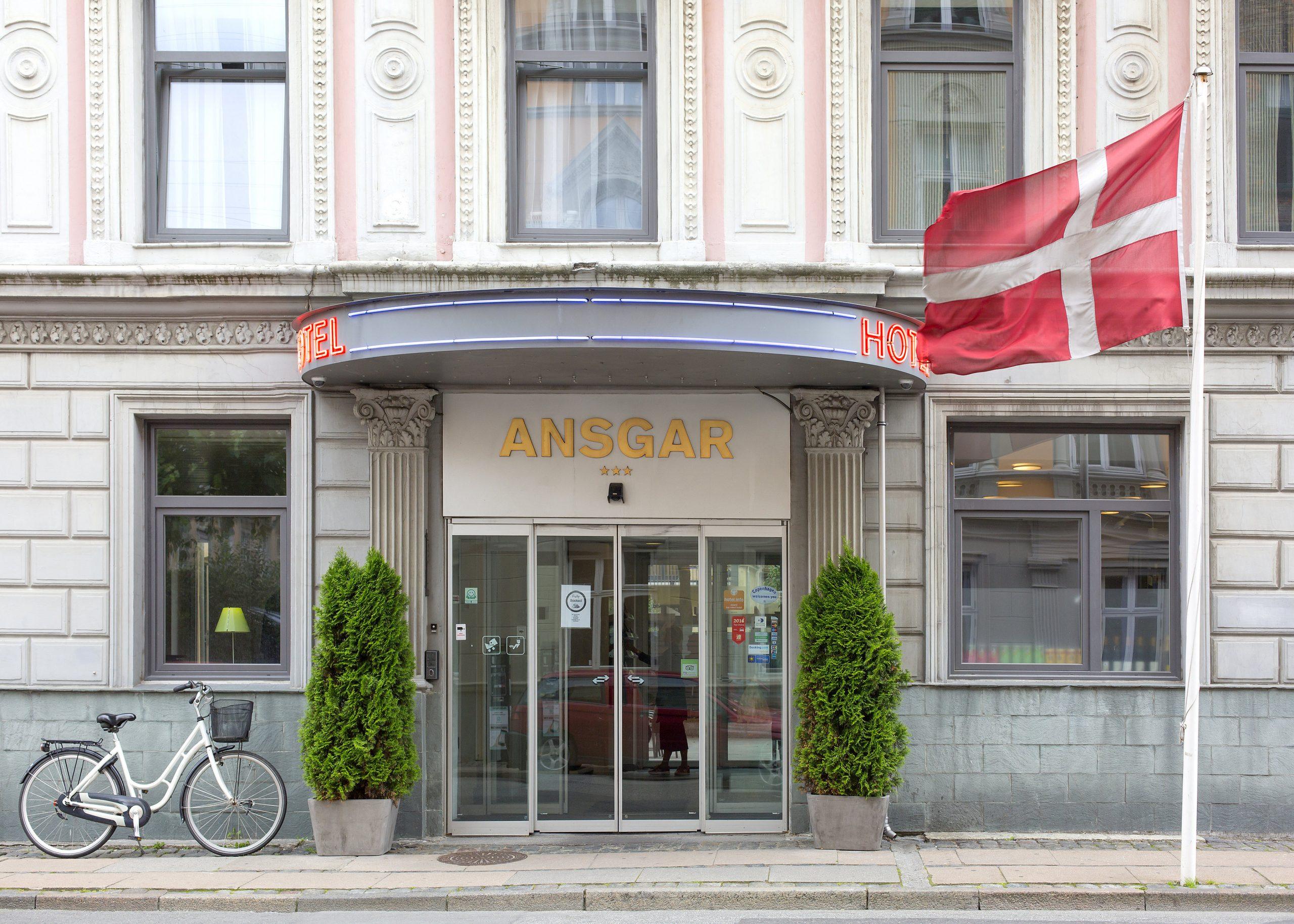Trestjernede Hotel Ansgar bag Hovedbanegården i København er netop blevet købt af Hotel Holdings, hvis primære ejere også er medejer af et dansk rejsebureau. PR-foto: Go Hotels.