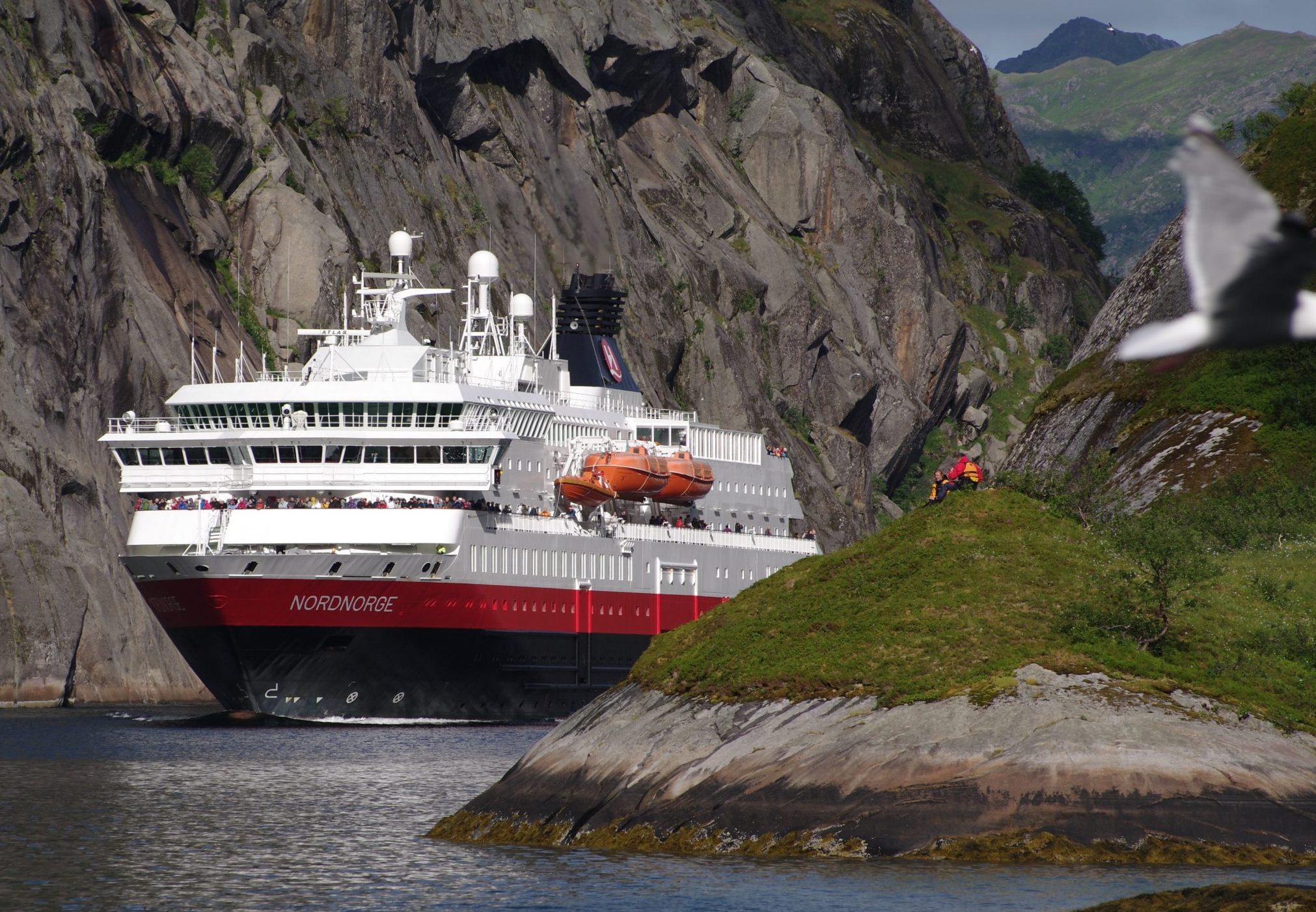 Hurtigruten håber snart igen at kunne medtage udenlandske passagerer på sin rute mellem Bergen og Kirkenes, for eksempel med skibet MS Nordnorge. Foto: Ulf Hansson for Hurtigruten.
