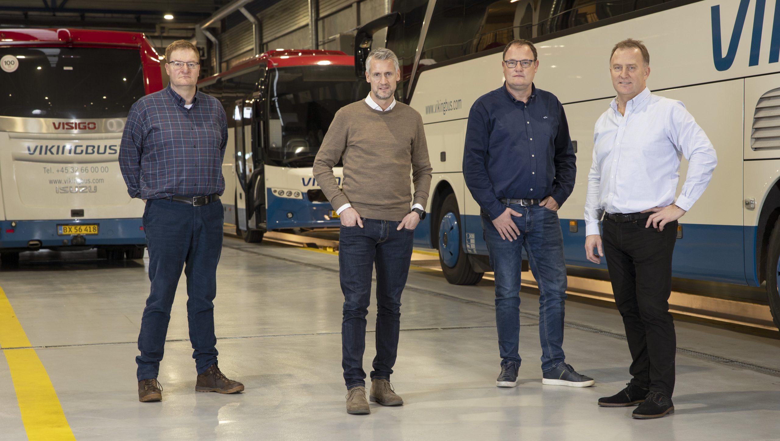 Stifterne af Vikingbus, fra venstre Peter Papuga, Carsten Papuga, Lars Larsen og Mogens Pedersen, sidstnævnte bliver busselskabets administrerende direktør. Pressefoto Bjarke Ørsted.