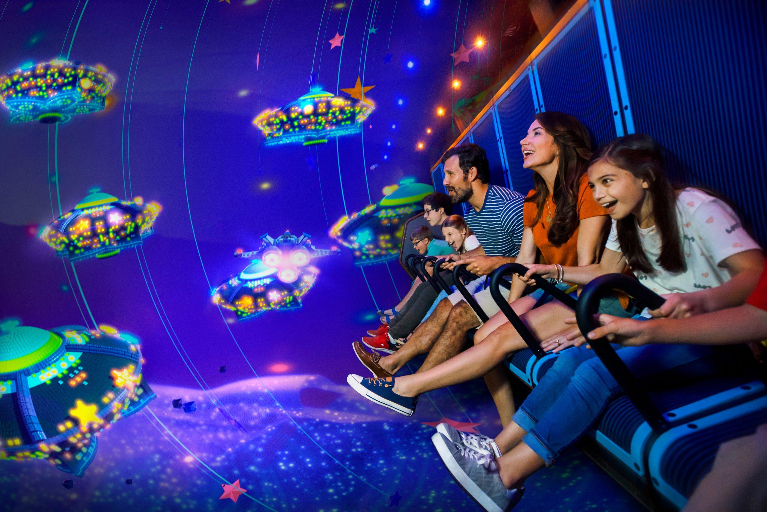 Emmet's Flying Adventure – Masters of Flight bliver en del af et såkaldt Flying Theater, det eneste af sin art i Skandinavien. Det indgår i Lego Movie World, som åbnes den 21. maj i Legoland i Billund. Pressefoto: Chip Litherland for Legoland Florida Resort.