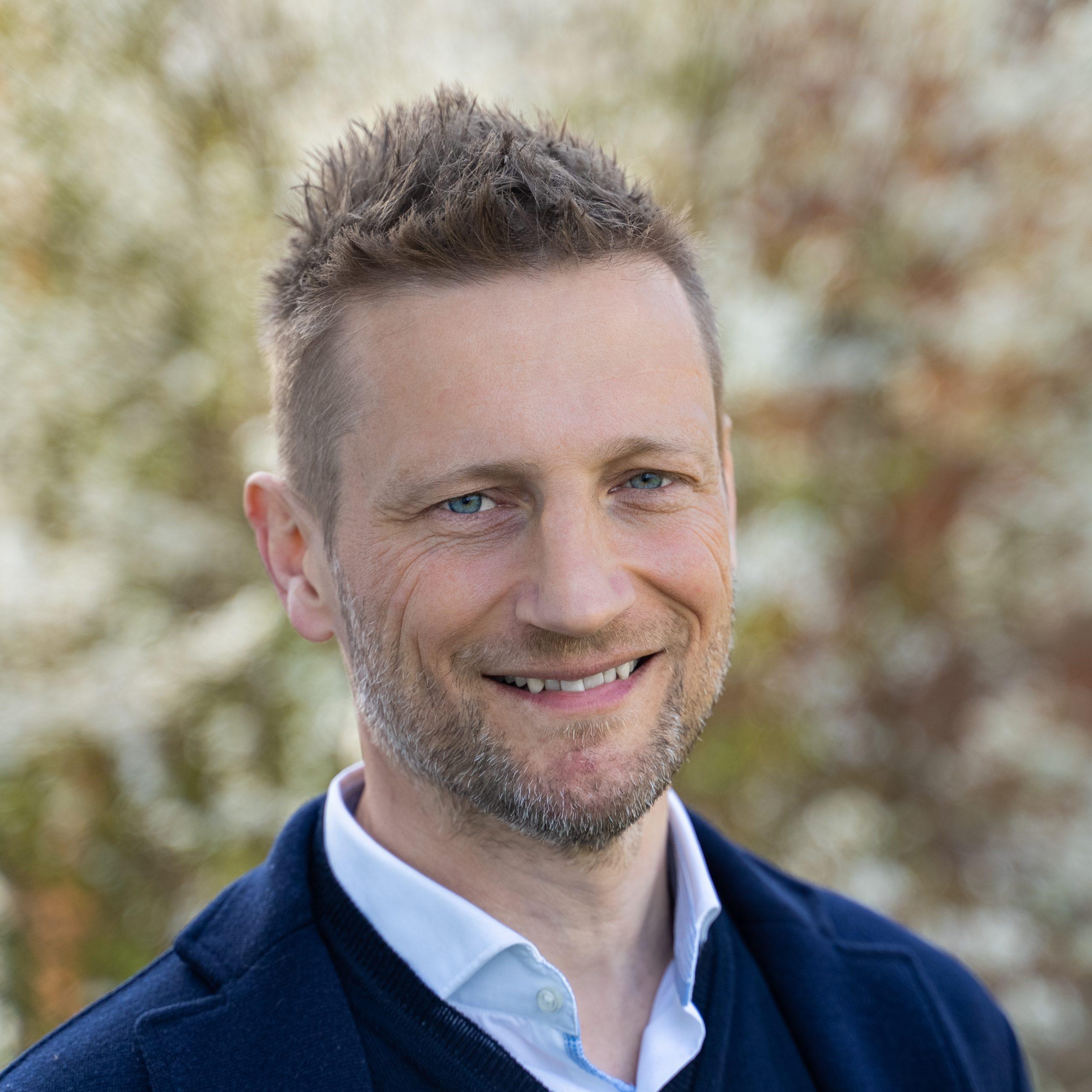 Martin Jørgensen er sikker på, at han nok skal få succes med Rejseriet, der vil sælge grupperejser med dansk rejseleder i Danmark og Europa med bus og fly. PR-foto.