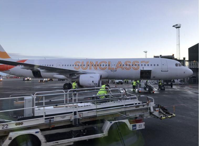 Sunclass Airlines, flyselskabet i Spies-familien, skal igen på vingerne med chartergæster. Første afgang er 22. maj fra København til Mallorca. Her holder en Airbus A321 fra Sunclass i Københavns Lufthavn. Arkivfoto: Københavns Lufthavn.