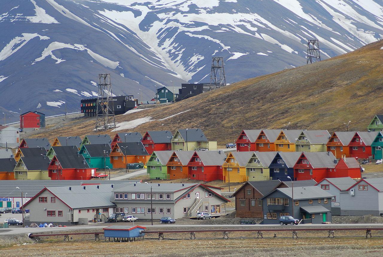 Longyearbyen på Svalbard. (Foto: Global Seed Vault/Peter Vermeij/Wikimedia)