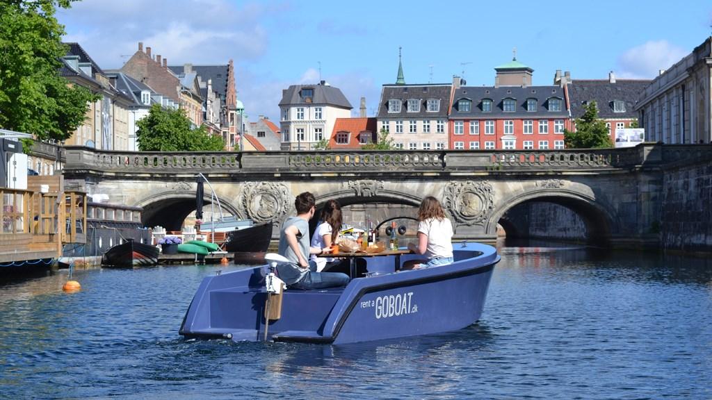Der er masser af måder at opleve København på og masser at opleve i København. Det er en del af budskabet til blandt andet Vestdanmark i ny turistkampagne fra Wonderful Copenhagen. Foto via WoCo, GoBoat.dk