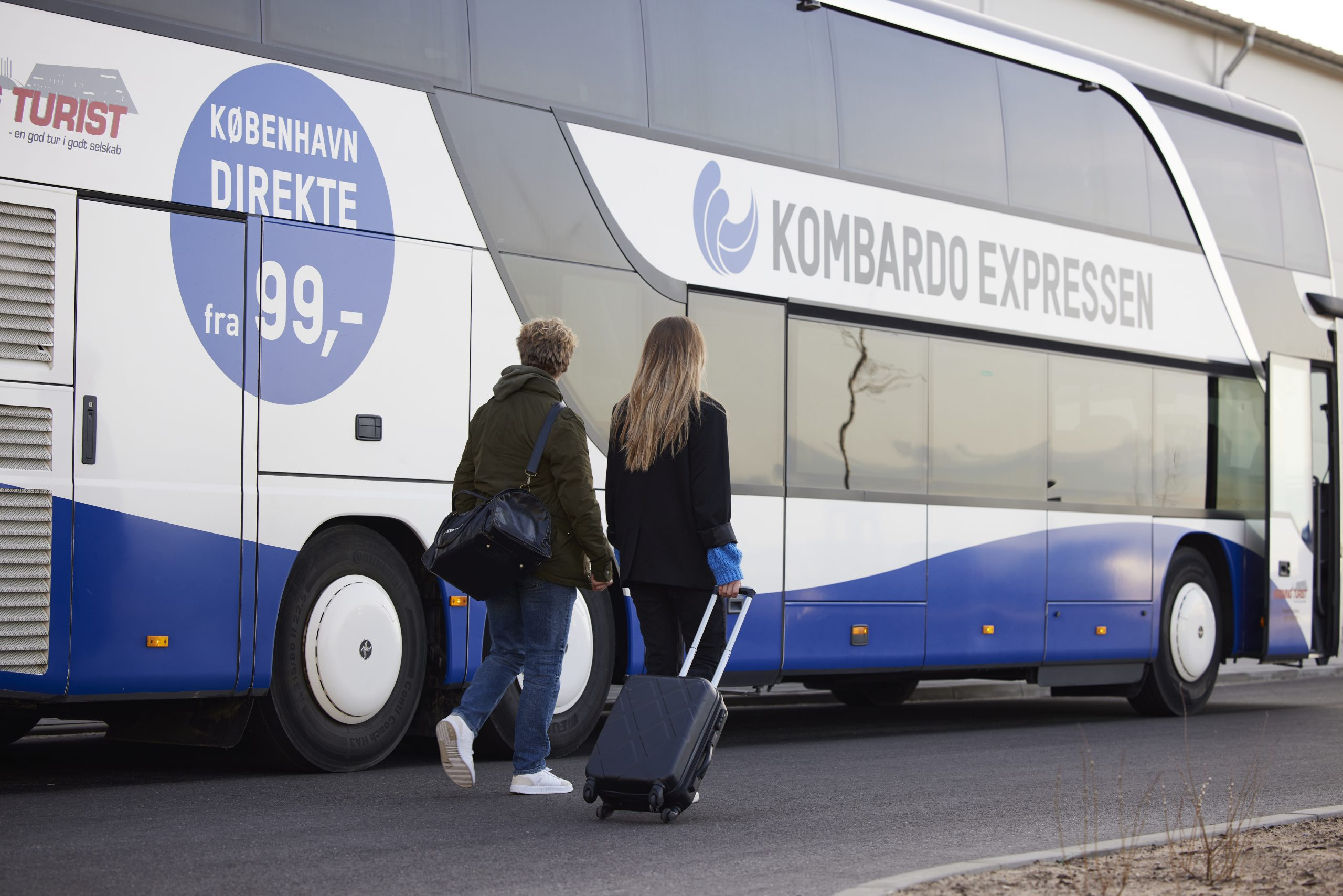 I samarbejde med Herning Turist driver Molslinjen busruterne under navnet Kombardo Expressen. Ruterne kører over hele Danmark mellem en lang række byer. Pressefoto: Molslinjen/Kombardo Ekspressen.