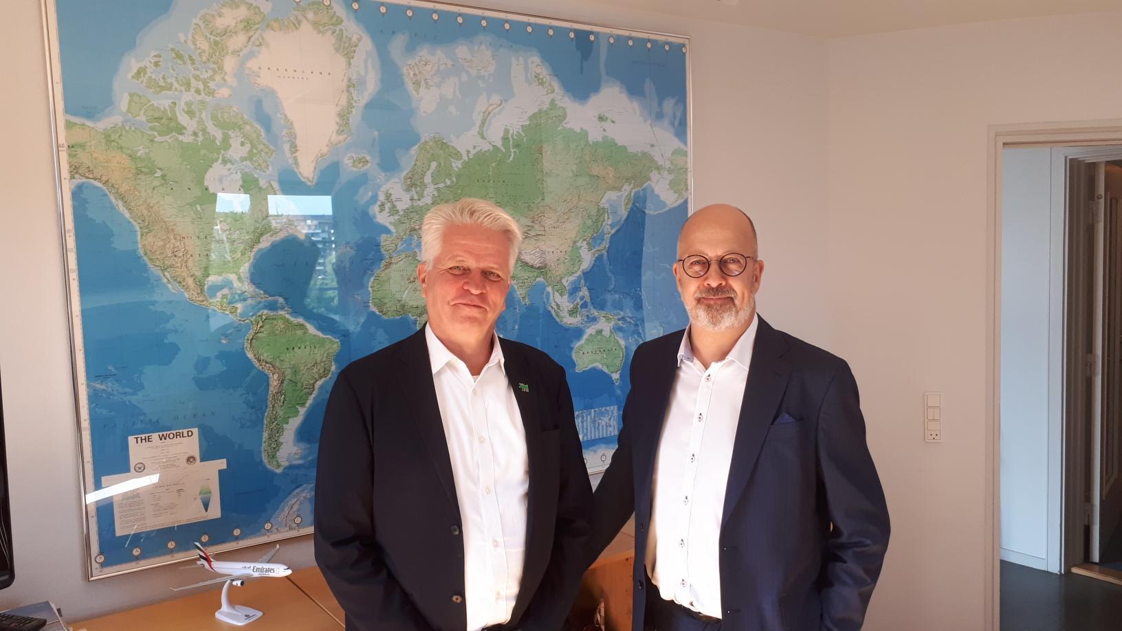 Lars Thykier, til venstre, direktør i Danmarks Rejsebureau Forening, og Henrik Specht, direktør for charterbrancheforeningen RID, efterlyser modtager af 11,1 millioner kroner. Arkivfoto: Henrik Baumgarten.